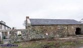 The roof of this significant outbuilding has been expertly restored in keeping with the heritage of its surroundings. ©Photograph: John Reidy 05/11/2019