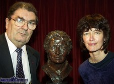Tralee sculptor, Paula O'Sullivan pictured with John Hume MP. MEP at the unveiling of the bust of Credit Union movement pioneer, Nora Herlihy at the museum in her honour in the Rathmore and District Credit Union office in Ballydesmond in November 2000. ©Photograph: John Reidy 27-11-2000