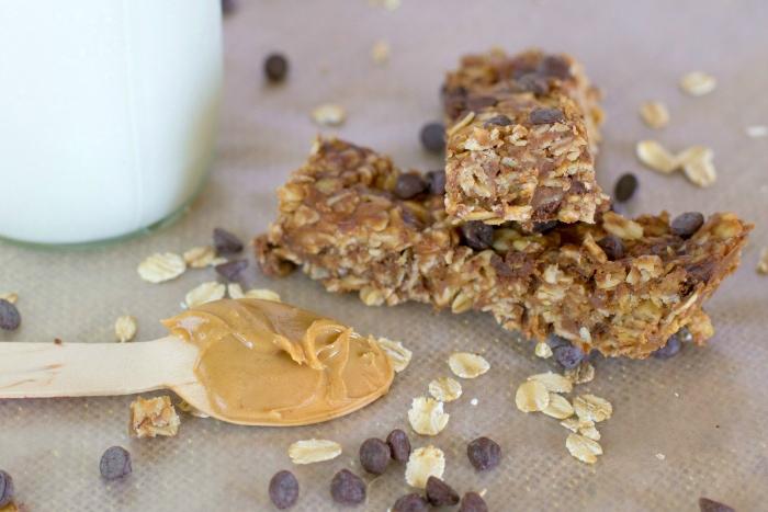 no bake homemade chewy granola bars with chocolate
