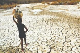 Até crianças buscam água para beber, mesmo de qualidade duvidosa FOTOS: ANTONIO C. ALVES