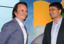 Emerson Fittipaldi e o secretário Pedro Paulo Carvalho Teixeira durante evento no Rio (Foto: Helena Rebello)