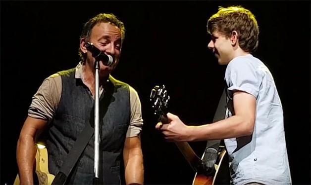 …e agora, novamente no palco com Bruce