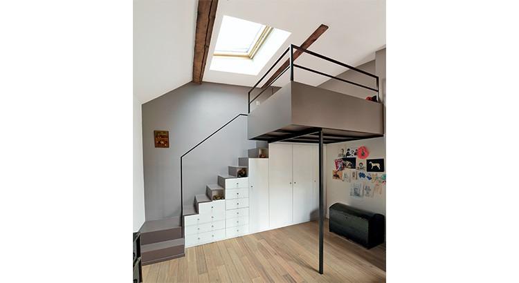 un escalier offrant de nombreux rangements
