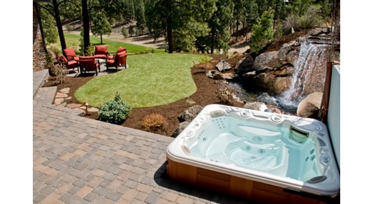 amenager un coin spa dans le jardin