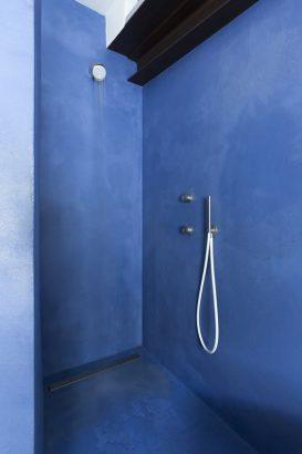 beton cire dans la salle de bains 15