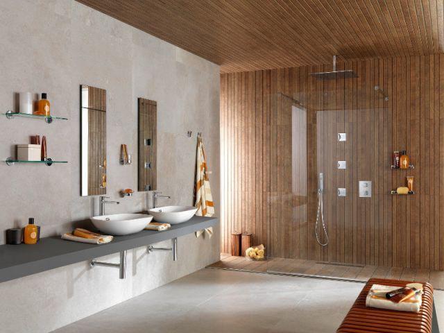 une douche dans un esprit sauna finlandais douche a l italienne