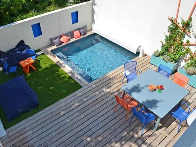 1 mini jardin avec terrasse et piscine