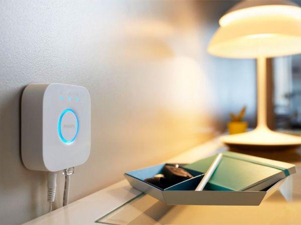 Lampe à Lumière connectée allumée par commande via Smartphone