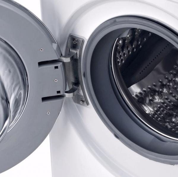 Le hublot du lave linge connecté LG TurboWash F94902WH