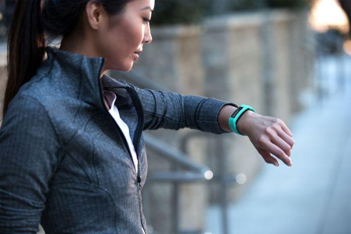 Bracelet connecte traqueur d'activite Garmin Vivofit
