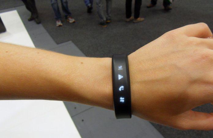 bracelet connecté Vivosmart Garmin avec cardio au poignet