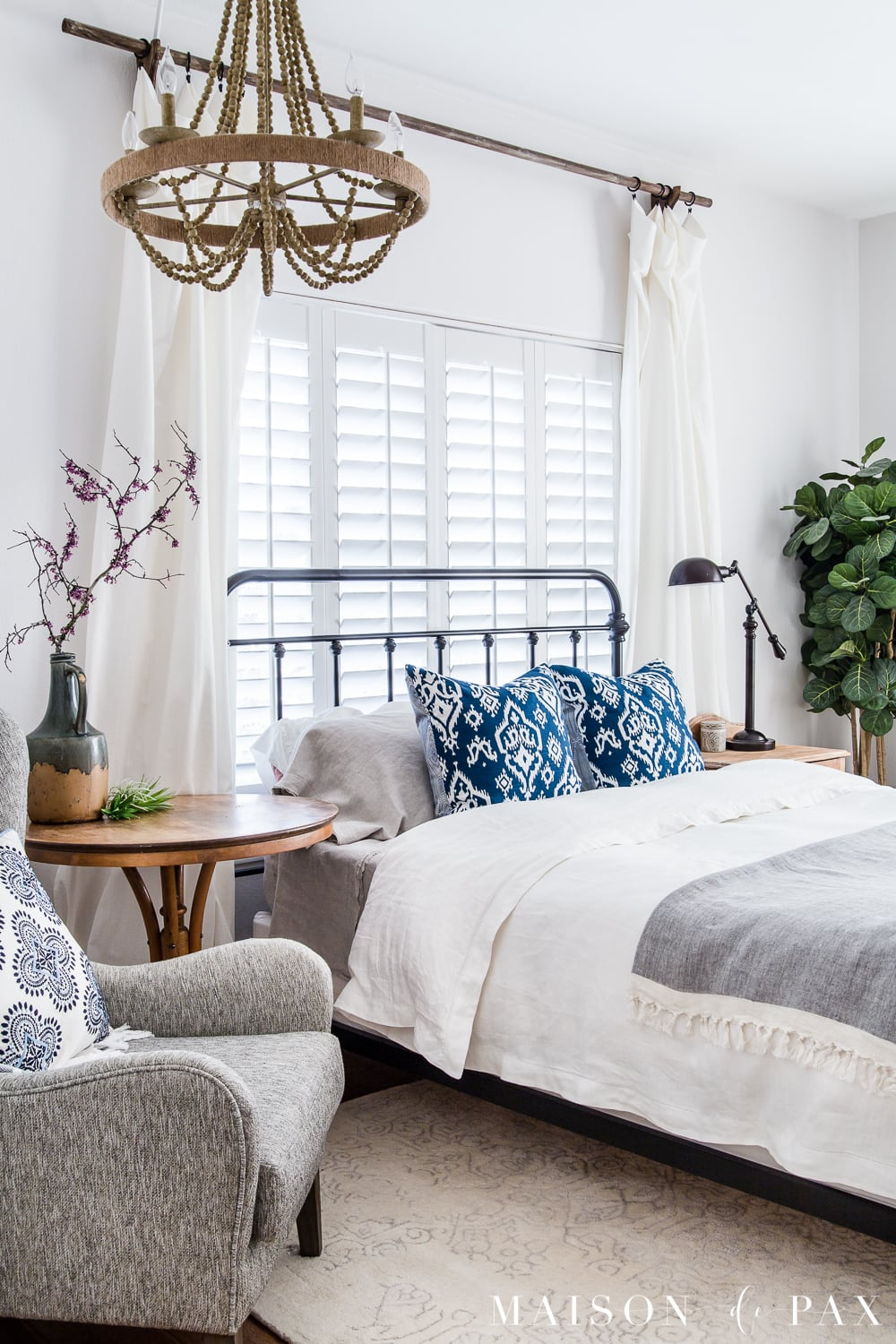Simple Master Bedroom Decorating Ideas for Spring - Maison ... on Teenager Simple Small Bedroom Design  id=38594