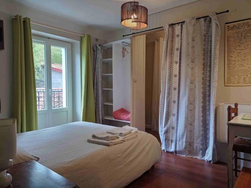 Une chambre de la maison d'hôtes à vendre au Pays basque (Saint-Martin-d'Arrossa)