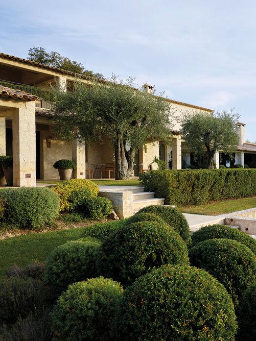 André Le Nôtre a servi d'inspiration au paysage du parc aménagé avec des essences méditerranéennes.