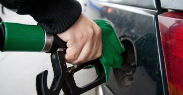 Resultado de imagem para Litro da gasolina já pode ser encontrada por R$ 3,21 em JP