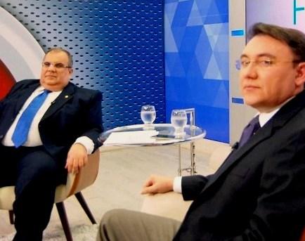 Rômulo Gouveia durante entrevista ao jornalista Heron Cid, no Frente a Frente, da TV Arapuan