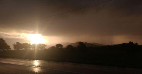 Sol e chuva na BR-230