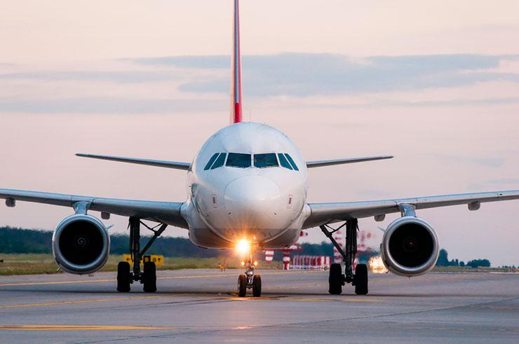 Grávida, noiva de homem que fez sexo em avião diz estar 'apavorada'