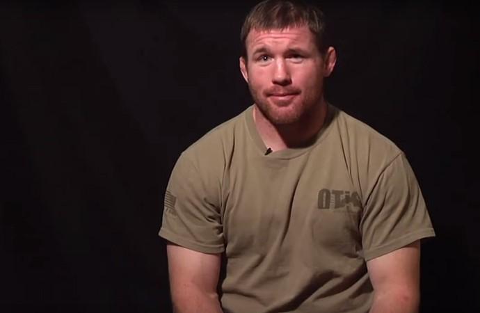 Ex-campeão do UFC sofre acidente grave e é internado nos EUA
