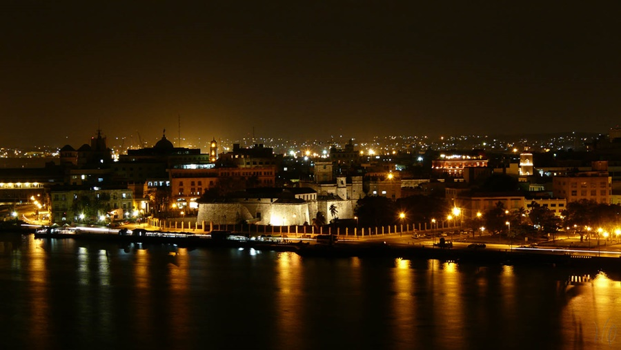 cCUBA-RED CABARÉ PARISIEN|HAVANA