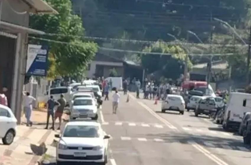Jovem invade escola com adaga e mata 3 crianças e duas funcionárias em Santa Catarina