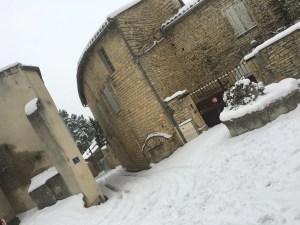 une cérémonie laïque sous la neige
