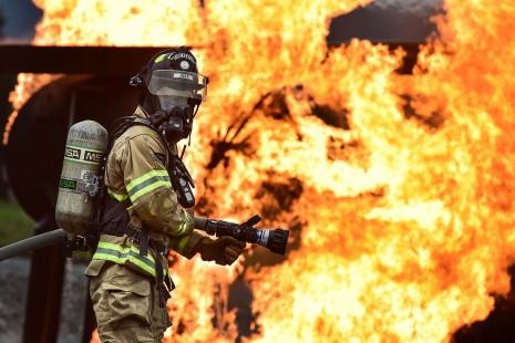 تفسير حلم رؤية اطفاء النار والحريق أو رجل الاطفاء في المنام
