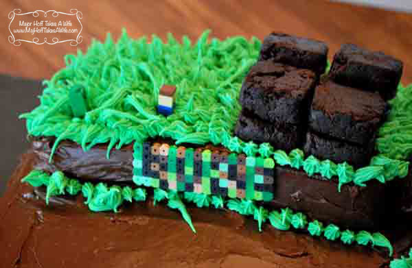 Minecraft cake personalized for the birthday kid