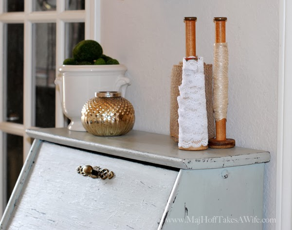 Vintage bobbins and spools with lace ribbon and burlap