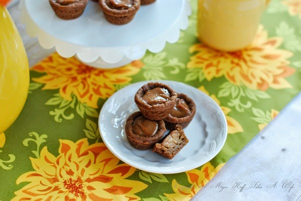Ginger cookies with pumpkin custard