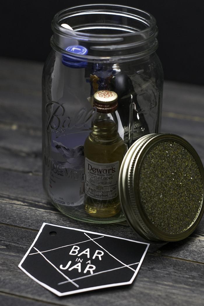 Mason jar for holding mini liquor bottles