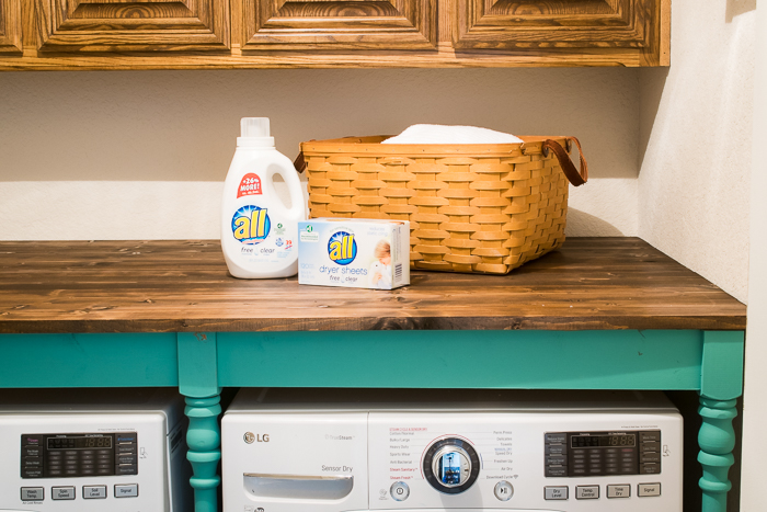 DIY Laundry Room Utility Room Table. Easy to build! Great for laundry room organization!