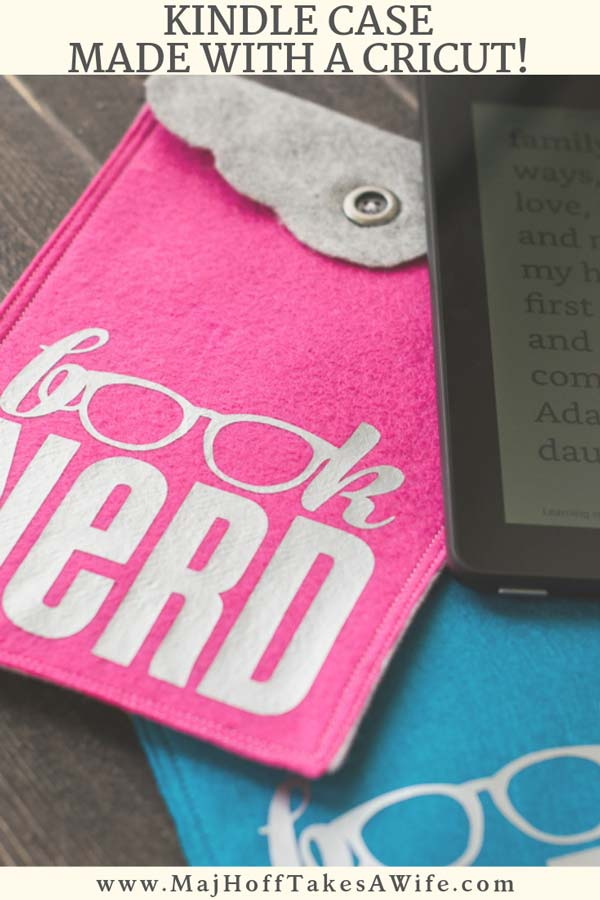 "Learn how easy it is to make a DIY KINDLE CASE from inexpensive Felt. Complete the fun look with the ""Book Nerd"" Iron On Transfer! Perfect handmade Christmas gift! via @mrsmajorhoff"
