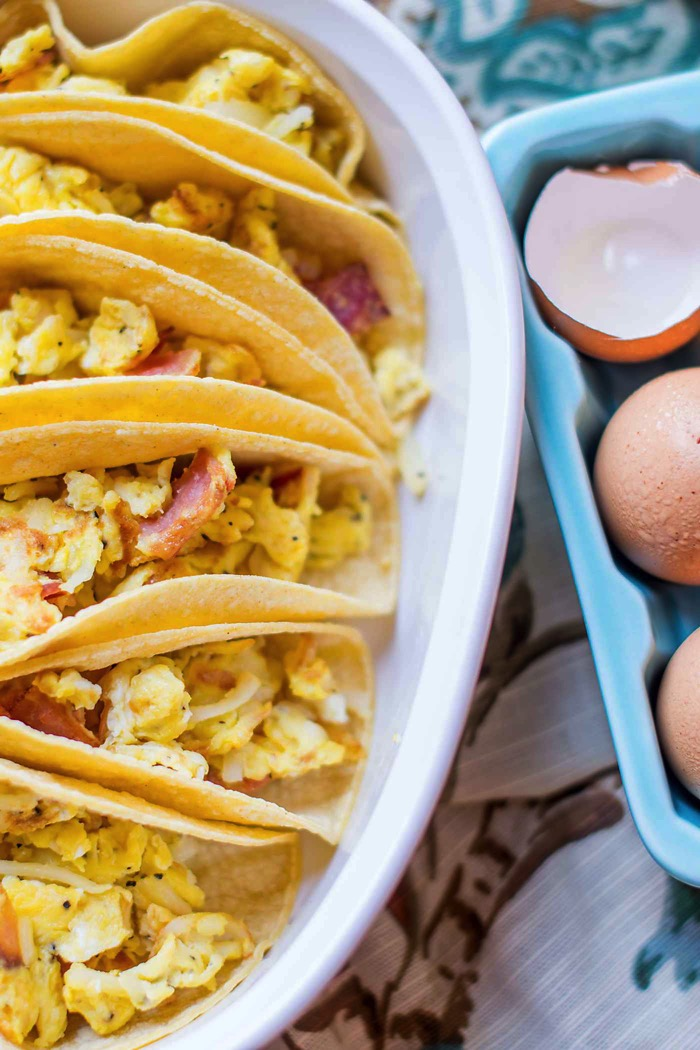 Breakfast Tacos For A Crowd! An easy way to feed a bunch at your next brunch! #ad #GoldYolkHappyHen, #TrueFreeRange