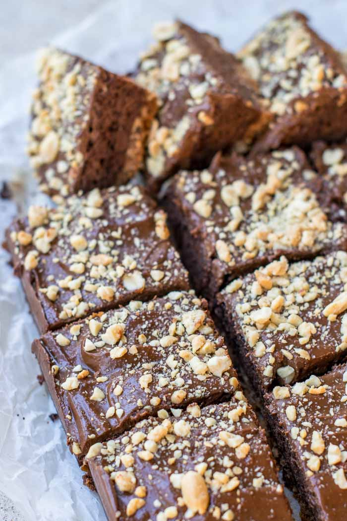 Peanut Butter Pretzel Brownies! These brownies are always the hit of the party! Featuring a peanut pretzel chocolate chip crust, and an amazing peanut butter chocolate frosting - you'll be in heaven!Use a box mix, or start from scratch. The key is the amazing peanut butter chocolate frosting! via @mrsmajorhoff