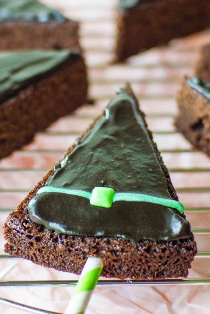 Easy to decorate brownie pops that look like witches hats for Halloween