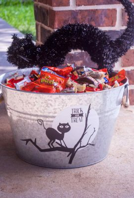 DIY Halloween Candy Bucket decorate with a vinyl black cat and moon from free SVG files