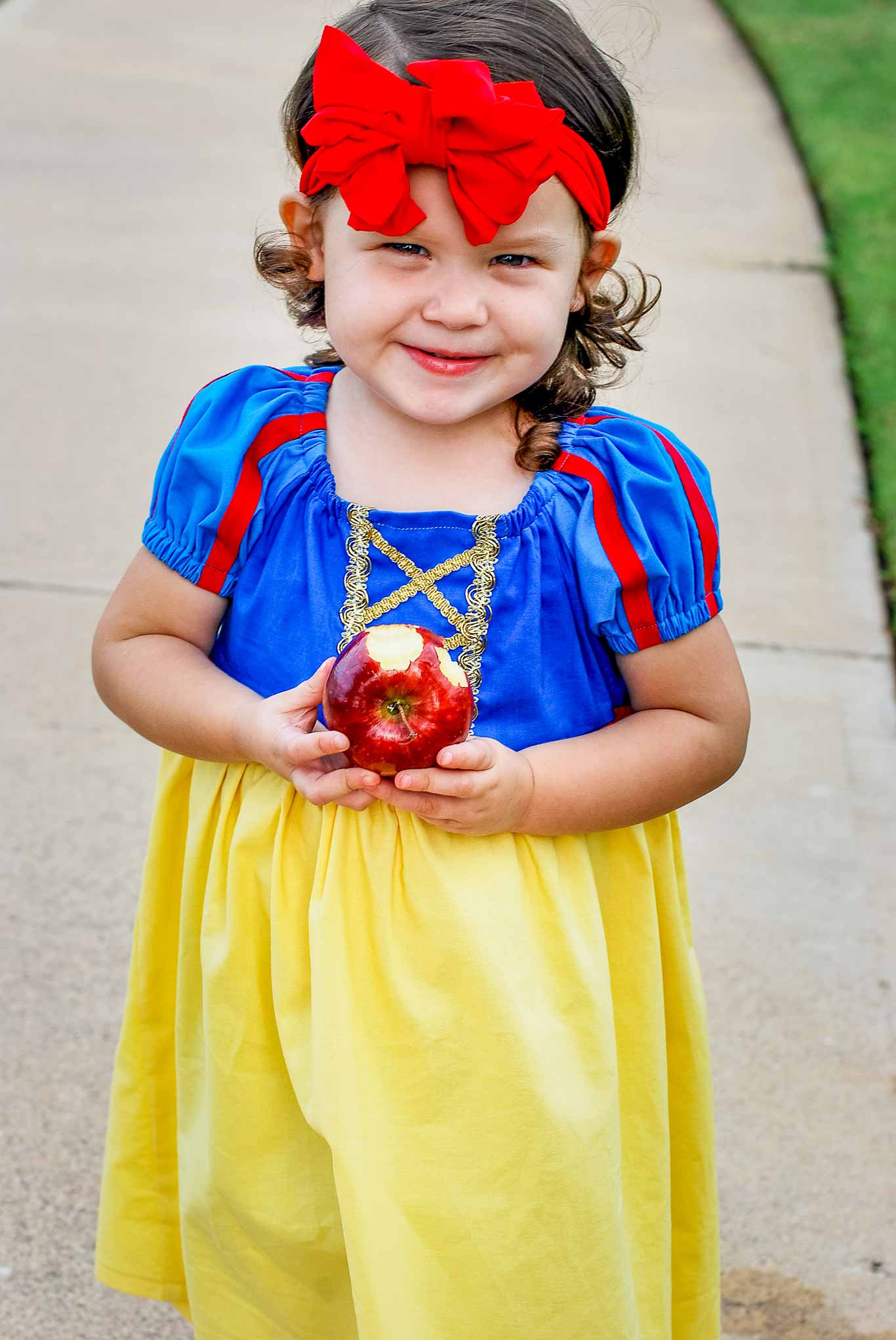 Easy To Sew Snow White Peasant Dress For Halloween Or Dress