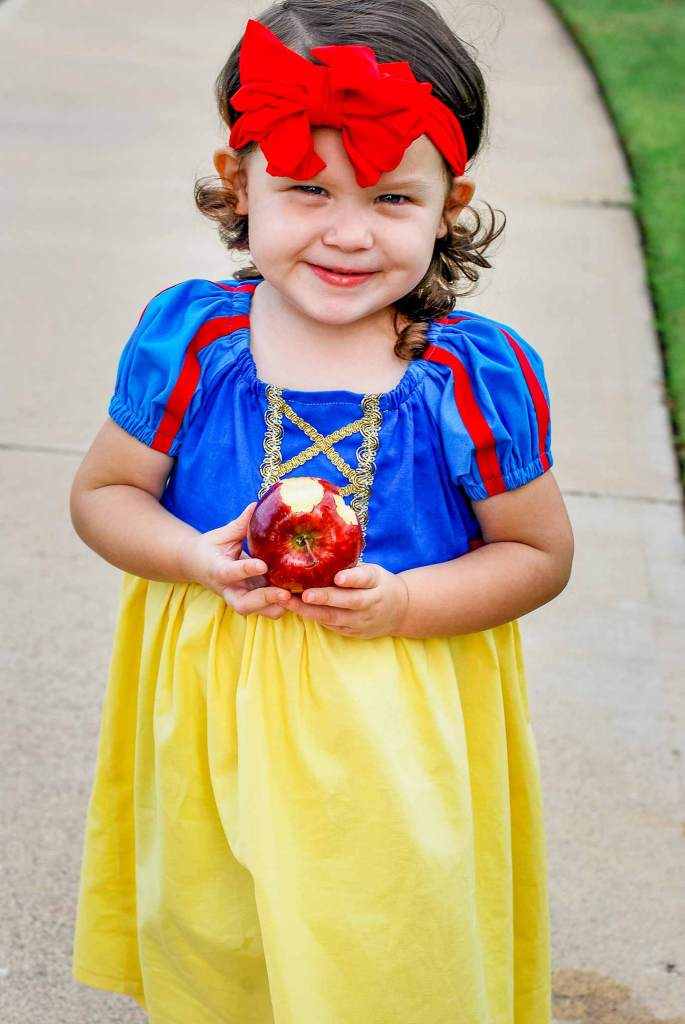 Snow White Peasant Dress for kids | DIY Snow White Costume Ideas For Halloween | snow white costume | snow white costume for kids