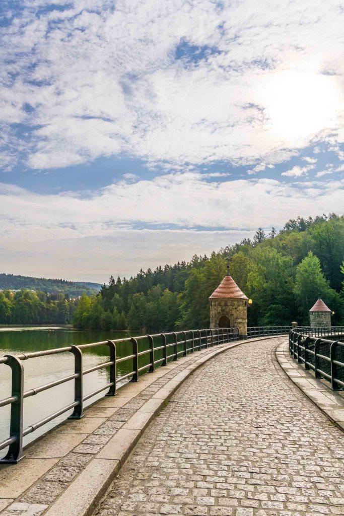 Harcovská Dam cobblestone path