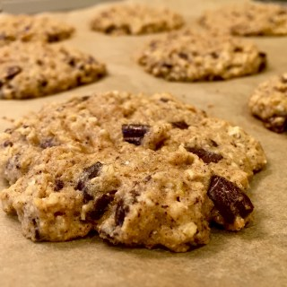 {Healthy} Banana Chocolate Chunk Cookies