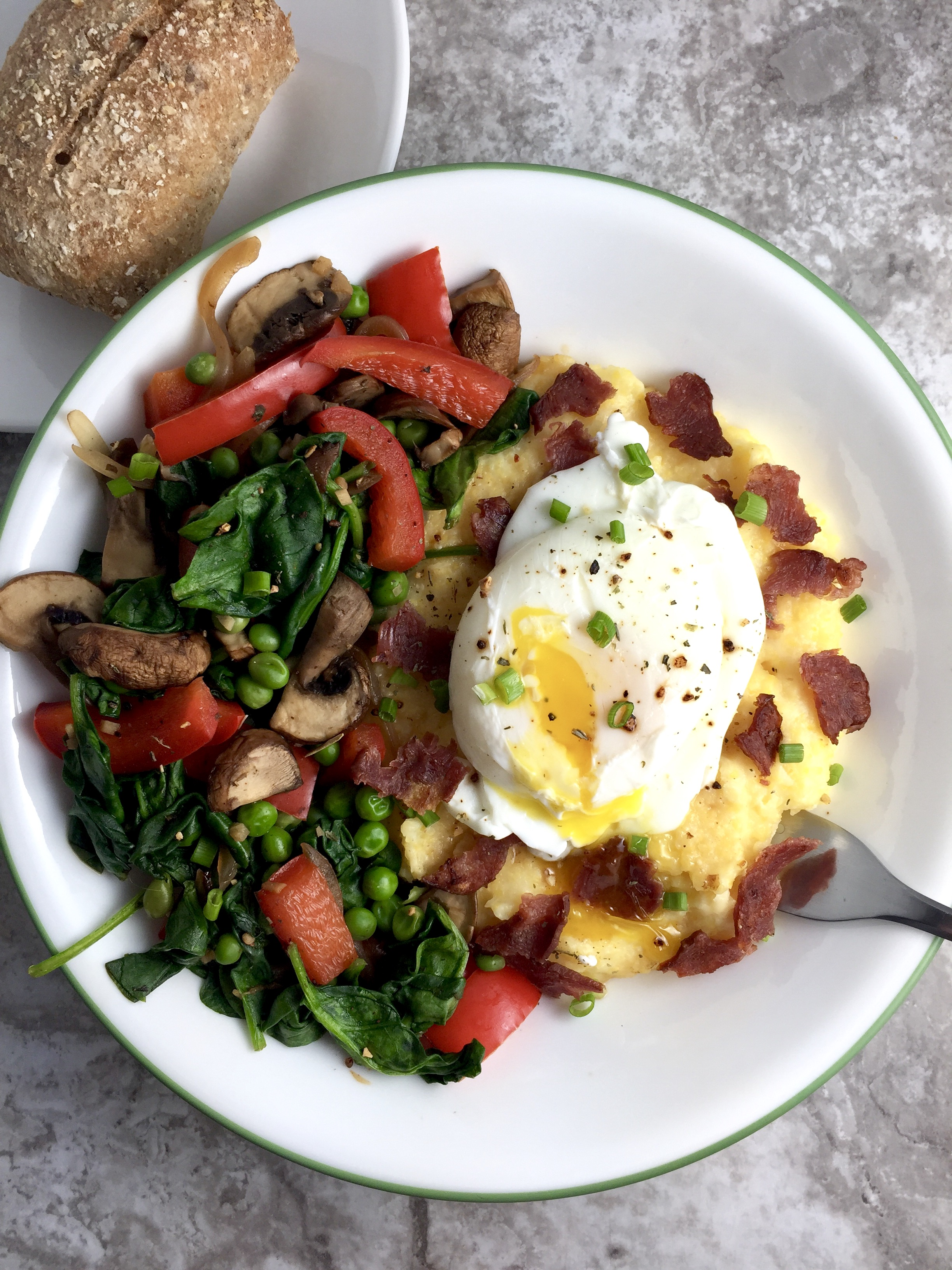 Easy Cheesy Grits Bowl with Egg and Veggies
