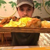 Review Kaleo Rendang Bistro Medan Indonesia  Resto makanan nusantara ini terkenal dengan rendang yang empuk dan mantap. Hari ini min coba makan best sellernya yaitu Nasi Rendang Kaleo yang lengkap jenis Rendangnya, ada rendang ayam, rendang sapi, rendang suwir dan rendang telur. Pokoknya lengkap. Porsinya juga gede! Soal rasanya, rendang kaleo memang juara. . Kaleo Rendang Bistro @KaleoBistro Sun Plaza Medan Lt.4 (diatas ace hardware) Halal  Read more
