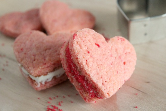 Youll LOVE These Valentine Heart Cookie Sandwiches Make