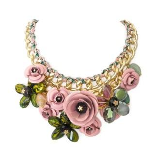 imagen de collar eslabones y flores rosa verde