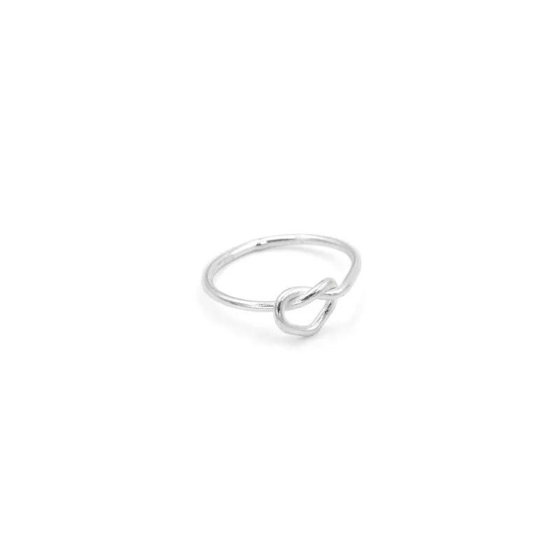 anillo nudo midi en forma de corazón