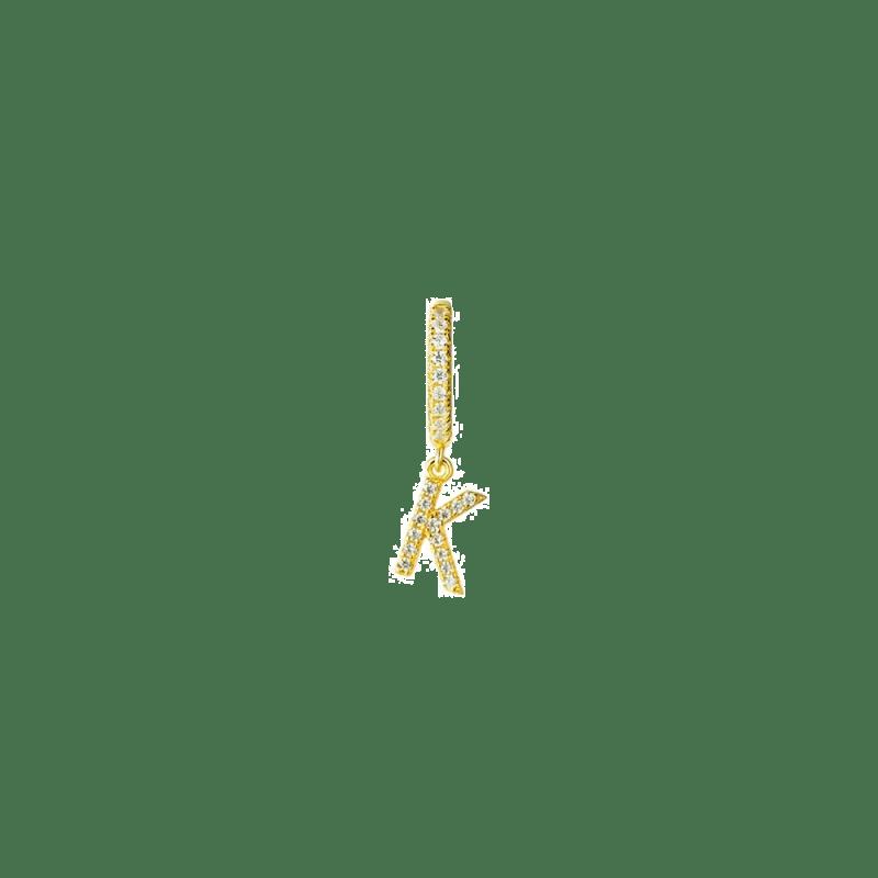 Pendiente de aro dorado con letra