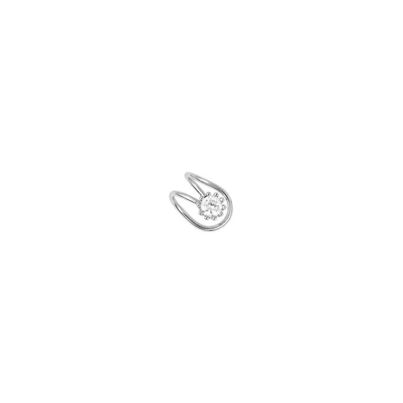 Pendiente de cristal imitando un piercing en la oreja