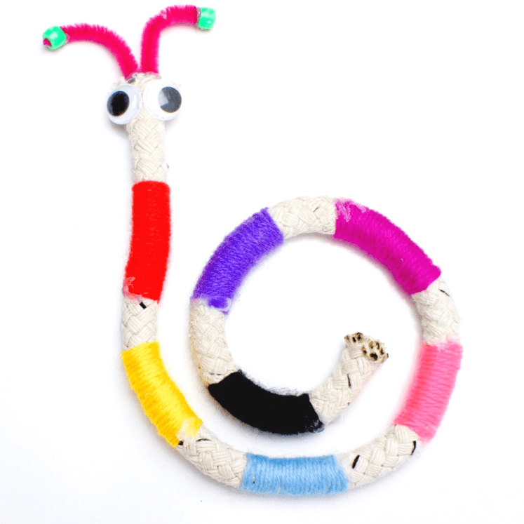 We had some rope cuts-offs and I suggested to Chloe that we wrap some wool around the rope and see what we come up with! We started off making a snake, which turned into a worm. #kidscrafts #crafts #kidsactivities