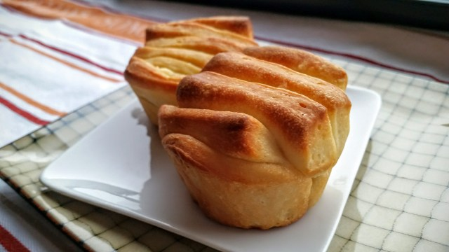 """""""Butterflake Dinner Rolls,"""" from Make It Like a Man! christmas dinner for six"""
